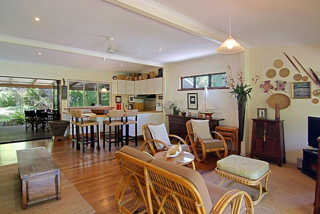 A restaurant or other place to eat at 28 Childe Street, Byron Bay - Banaba