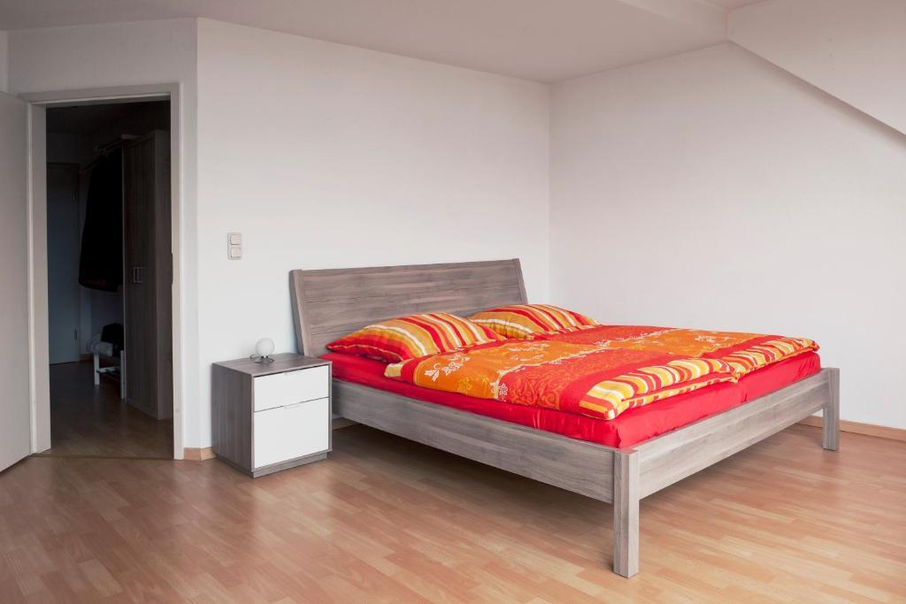 A bed or beds in a room at Apartments Leipzig Körnerplatz Südvorstadt