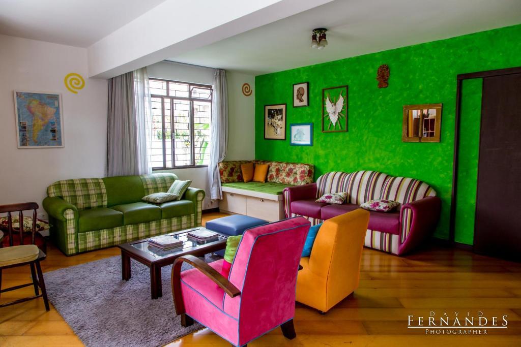 Uma área de estar em Curitiba Casa Hostel