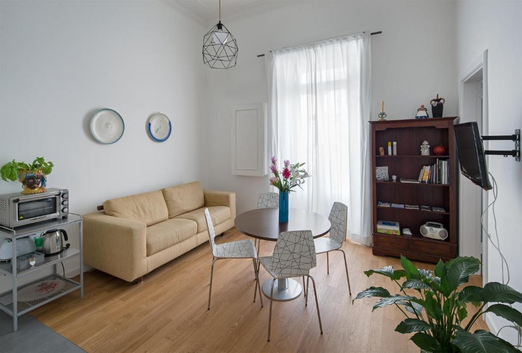 A seating area at A Casa di Adri