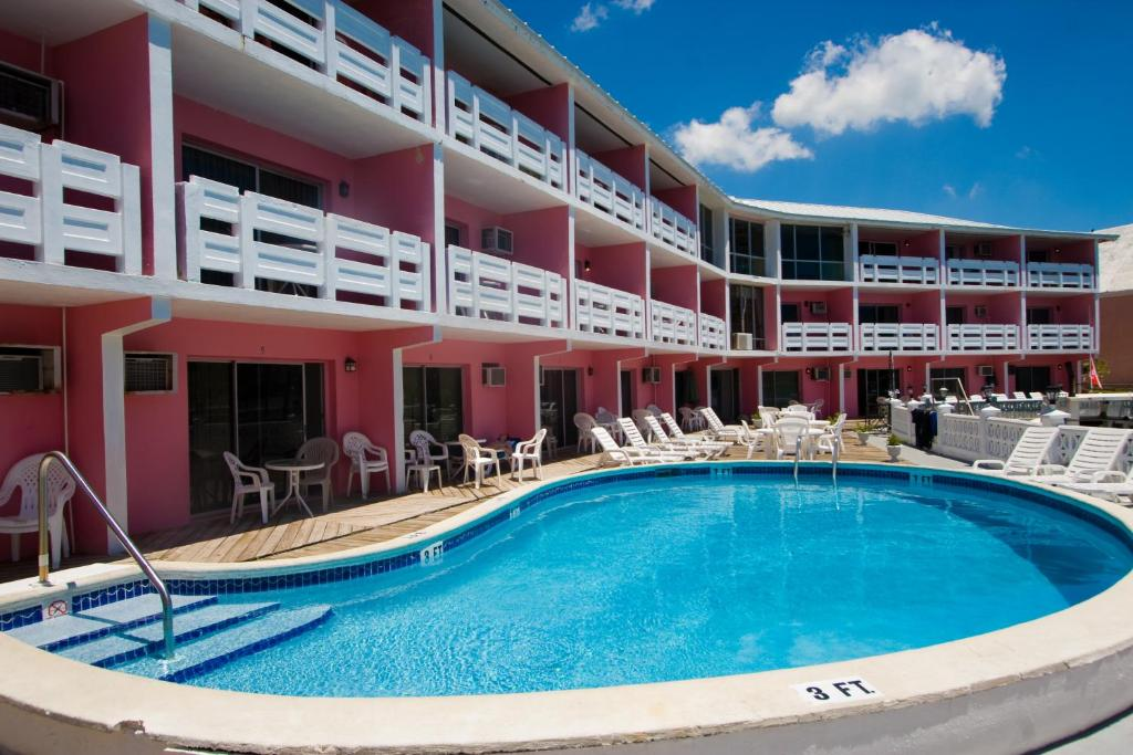 The swimming pool at or close to Bell Channel Inn Hotel & Scuba Diving Retreat
