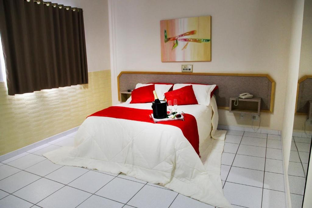 Cama ou camas em um quarto em Litani Park Hotel