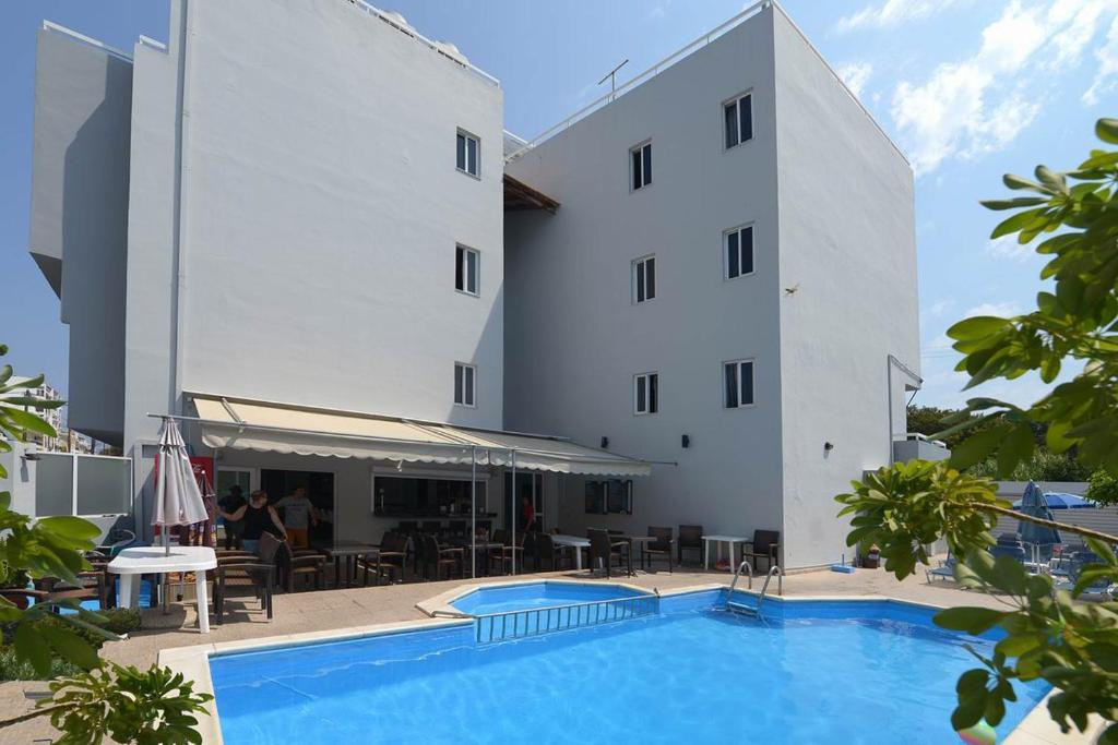 Piscine de l'établissement Ialysos City Hotel ou située à proximité