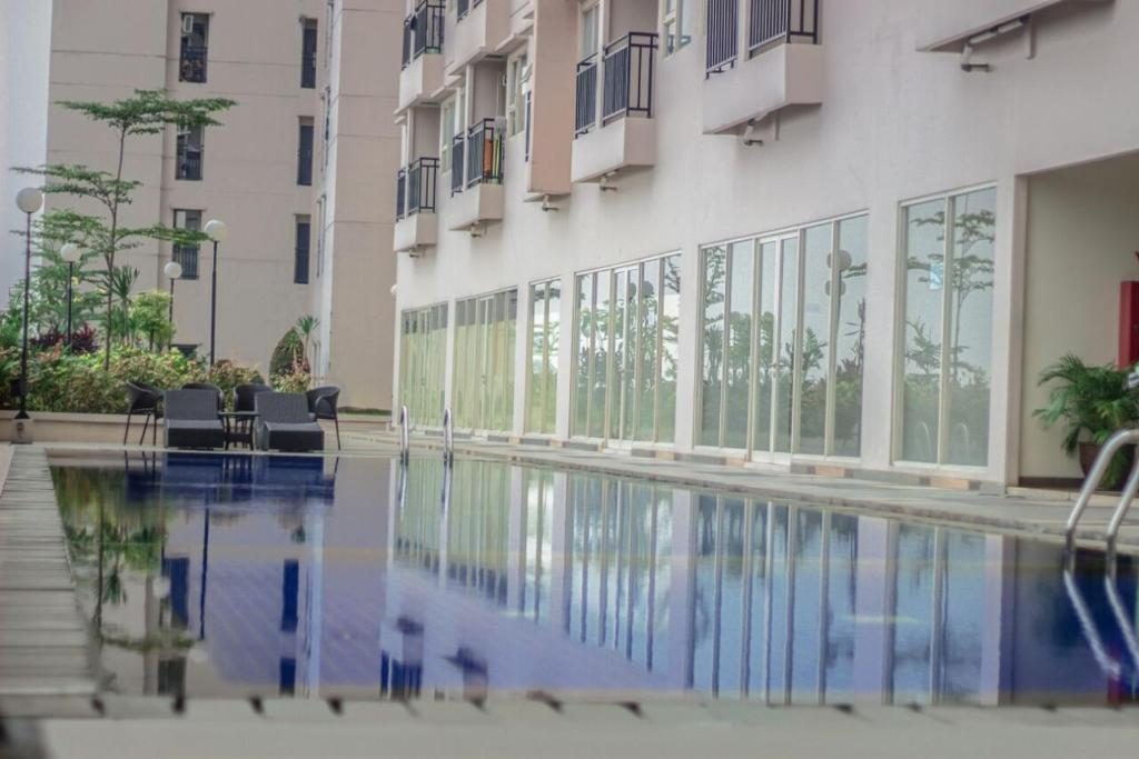 The swimming pool at or close to WJY Apartment Margonda Residence 5