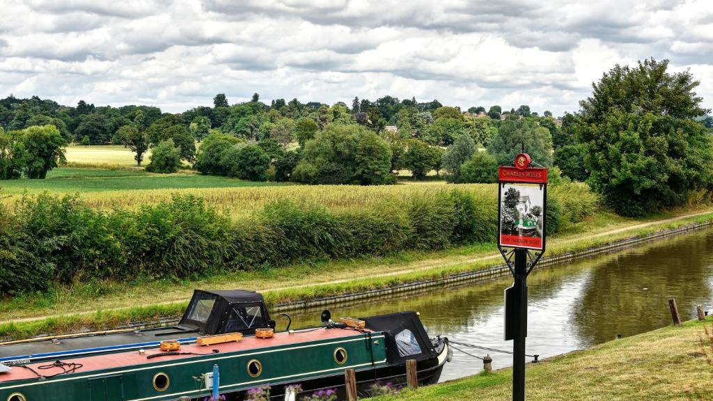 Narrowboat at Weedon in Weedon Bec, Northamptonshire, England