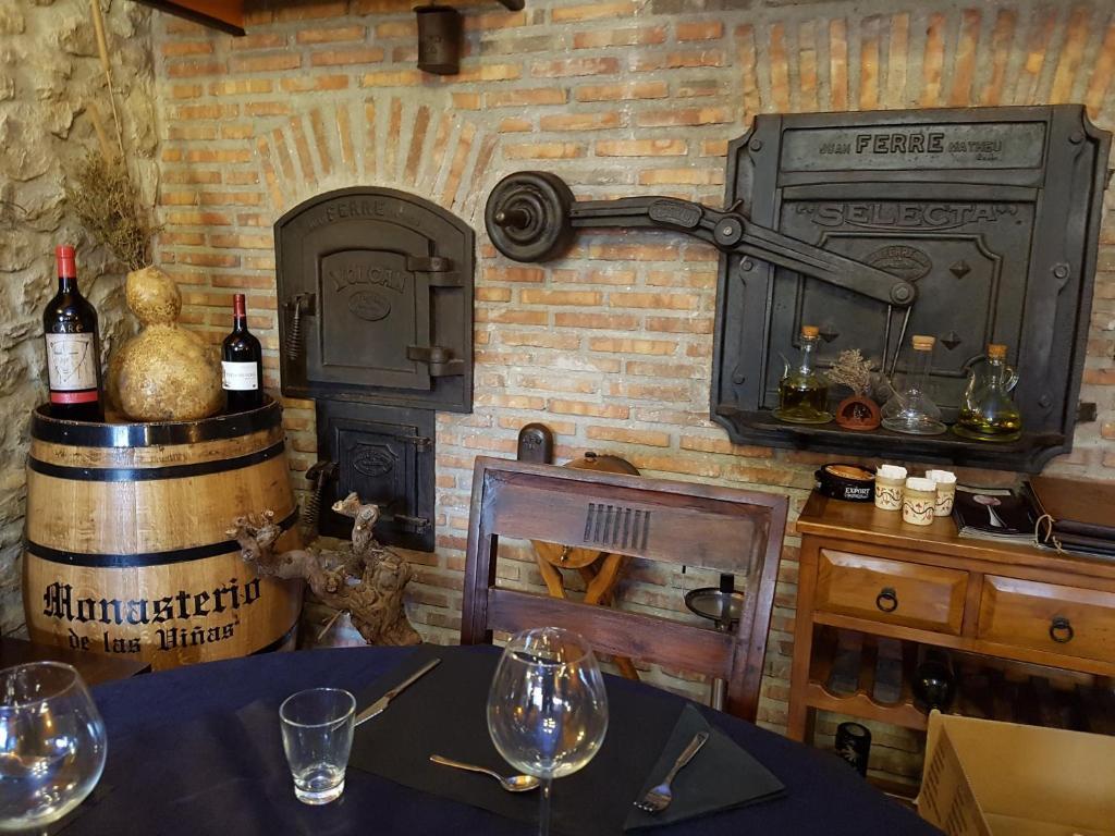 Un restaurante o sitio para comer en Hotel Rural El Horno de Aliaga