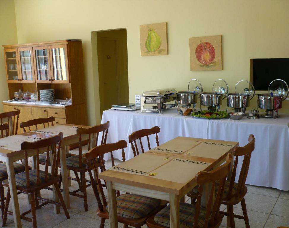 Un restaurante o sitio para comer en Guilet Hotel