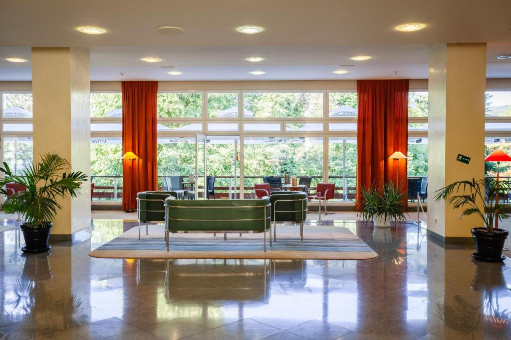 The lobby or reception area at Hotel Plitvice