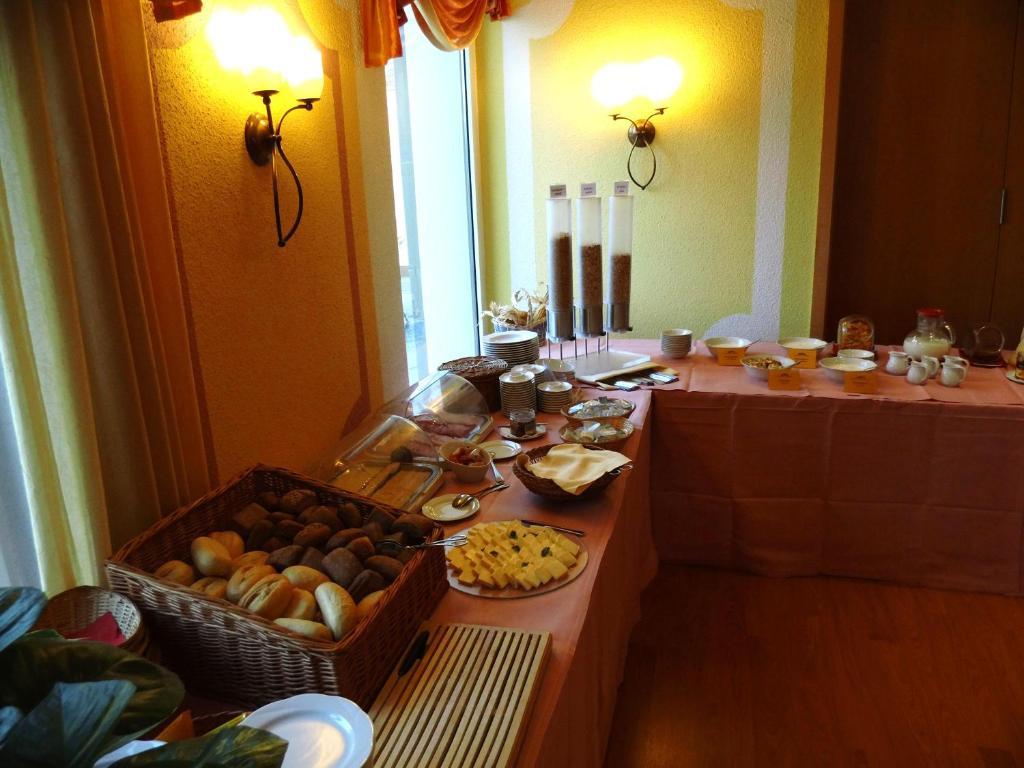 Ein Restaurant oder anderes Speiselokal in der Unterkunft Hotel Stadt Spremberg