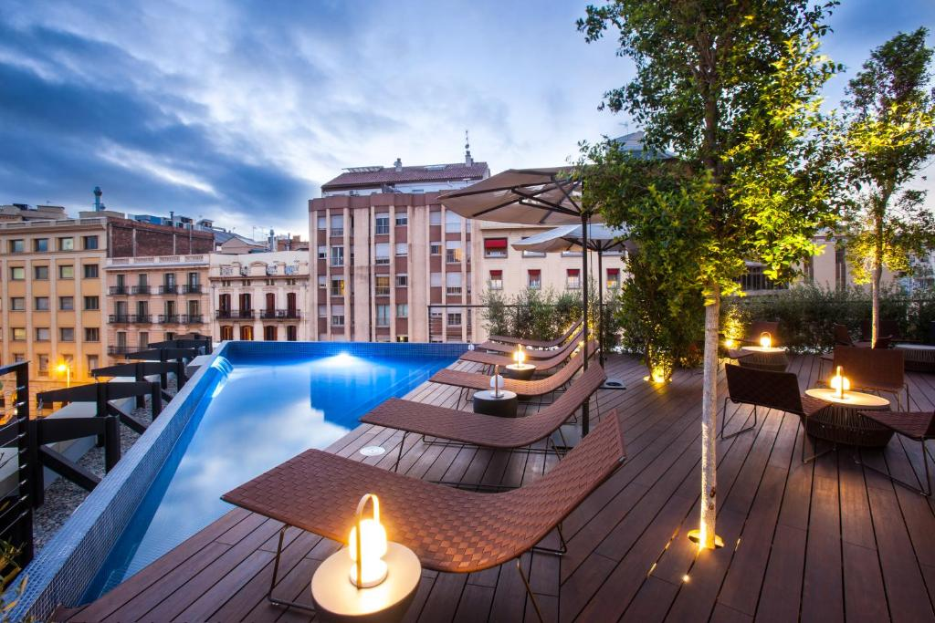 The swimming pool at or close to Ocean Drive Barcelona