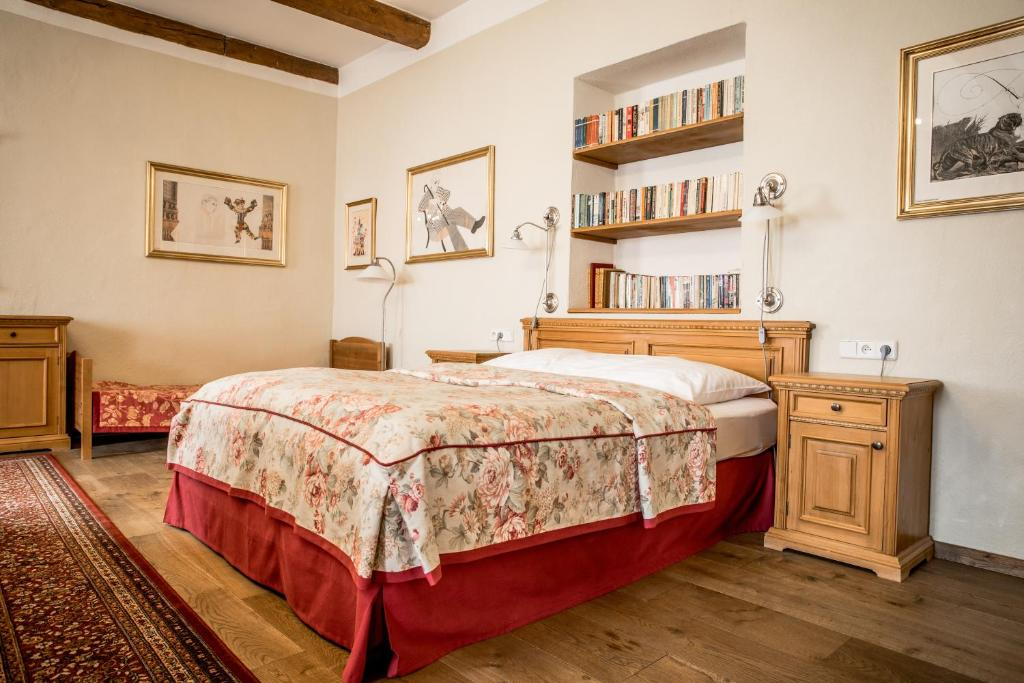 A bed or beds in a room at Dvur Hoffmeister