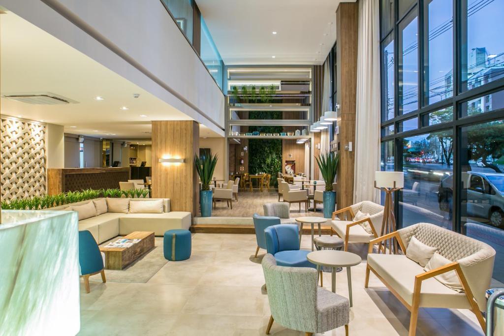 The lounge or bar area at Interclass Hotel Criciuma