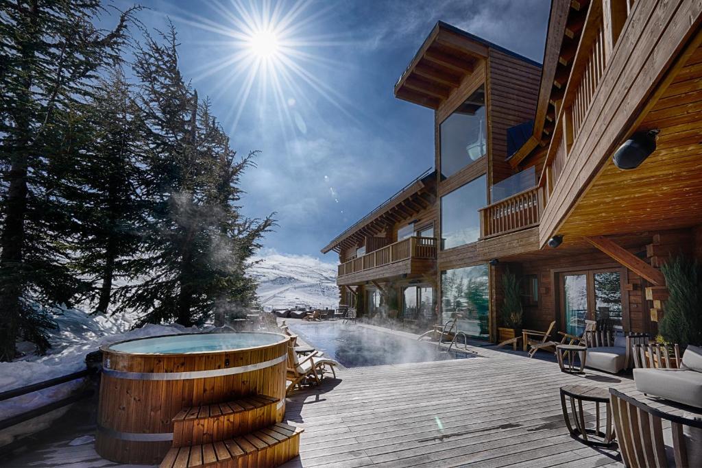 El Lodge, Ski & Spa during the winter