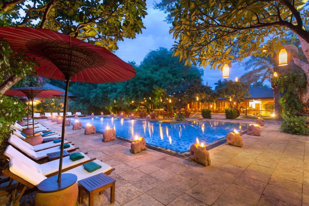 Der Swimmingpool an oder in der Nähe von The Hotel @ Tharabar Gate