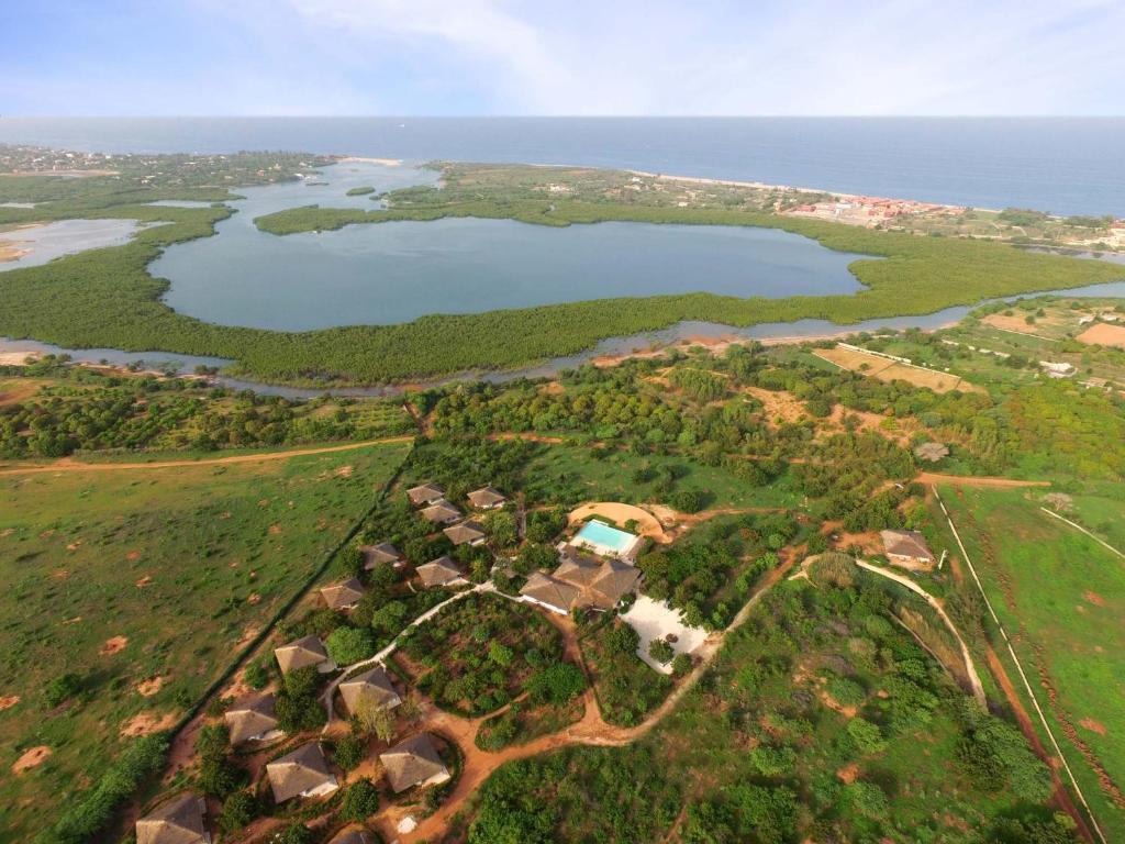 Vue panoramique sur l'établissement Les Manguiers de Guereo