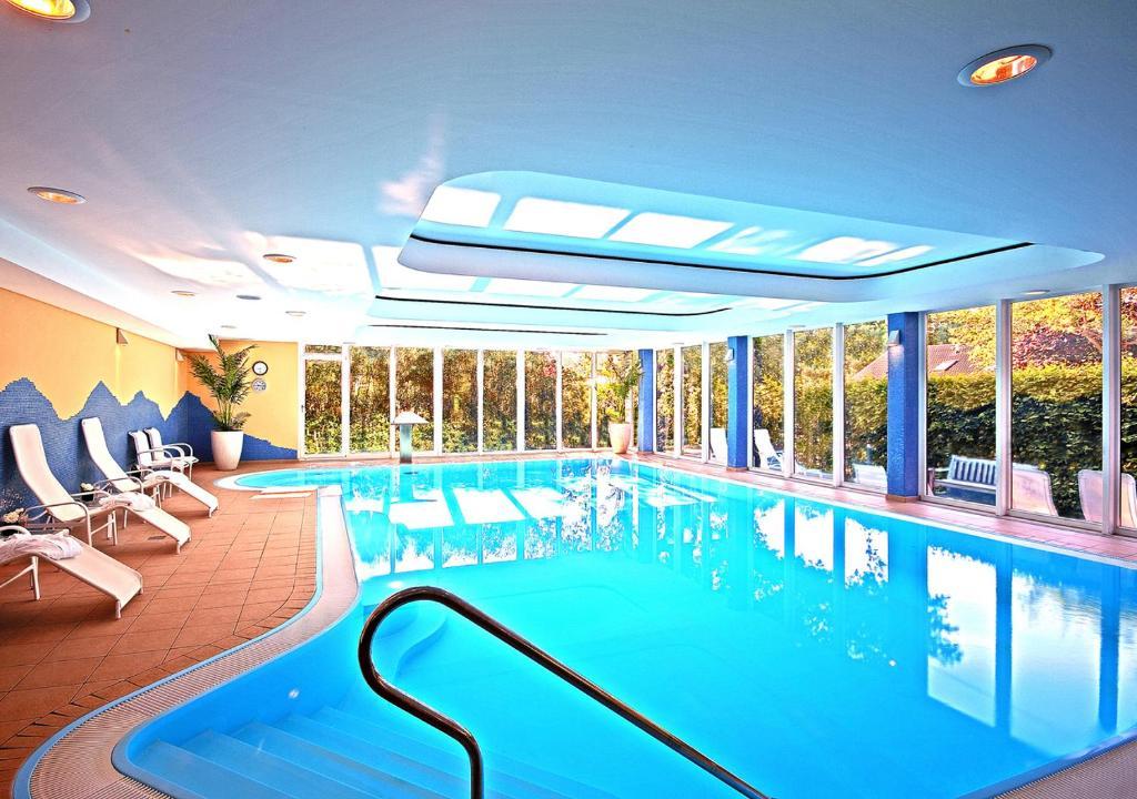 Der Swimmingpool an oder in der Nähe von Ringhotel Warnemünder Hof