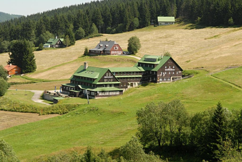 A bird's-eye view of Horský hotel Žižkova bouda