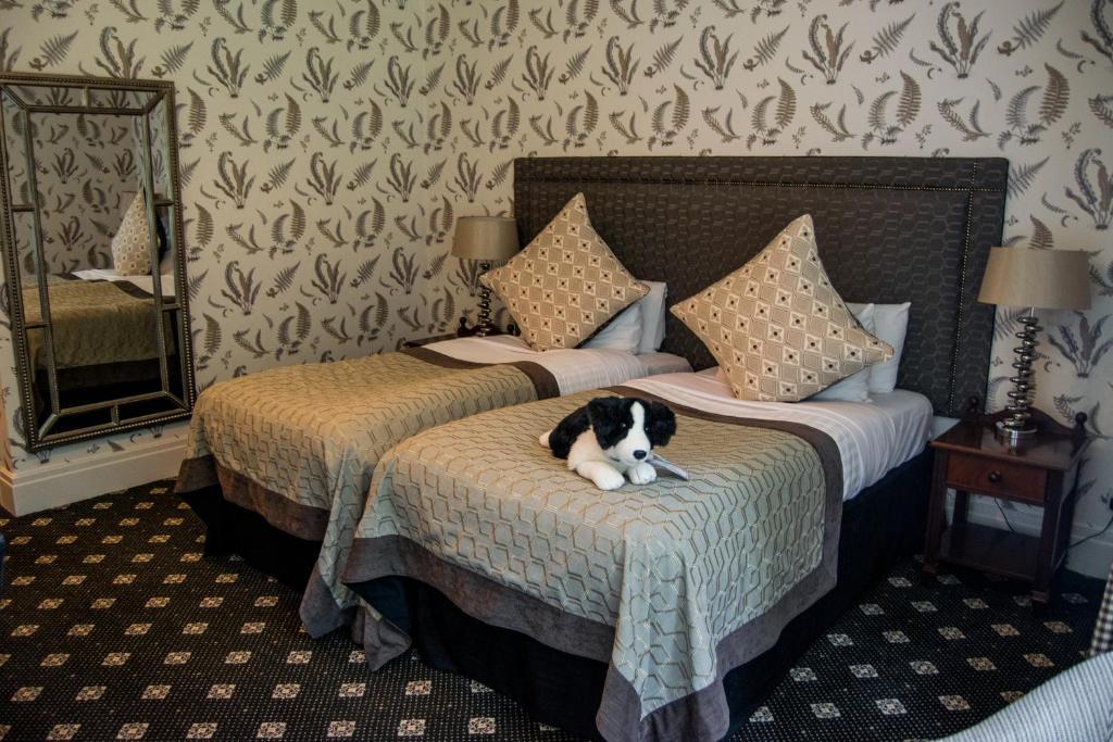 The Coed-Y-Mwstwr Hotel - Laterooms