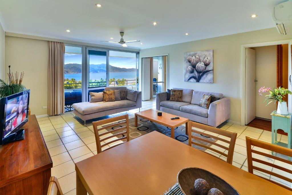 A seating area at 2 Bedroom Poinciana Lodge