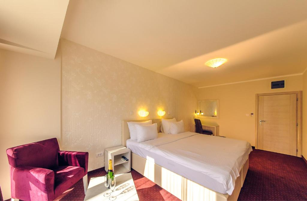 A bed or beds in a room at Philia Hotel