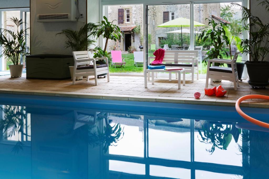 The swimming pool at or near Maison d'Hôtes du Domaine Fournié