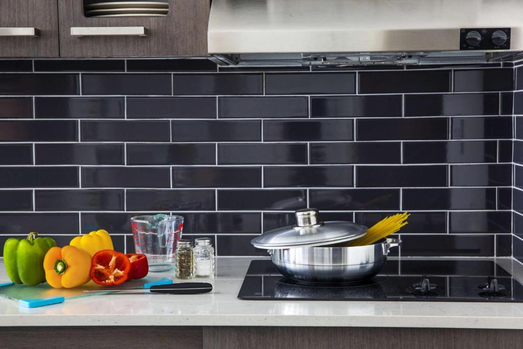 A kitchen or kitchenette at Hyatt House New York/Chelsea