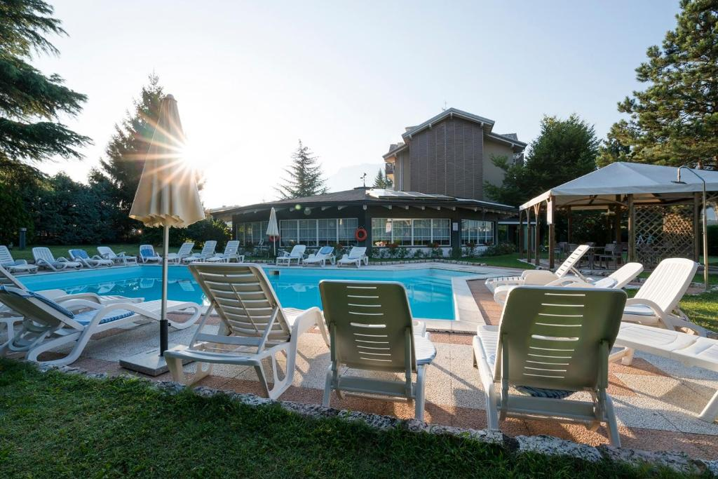 The swimming pool at or close to Hotel Bavaria