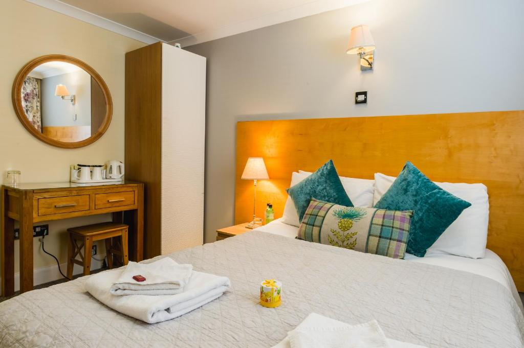 A bed or beds in a room at George Oxford Hotel
