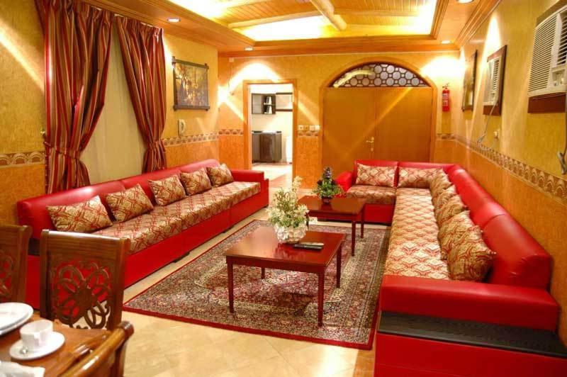 Uma área de estar em Qasr Al Balood Hotel Apartments Jeddah