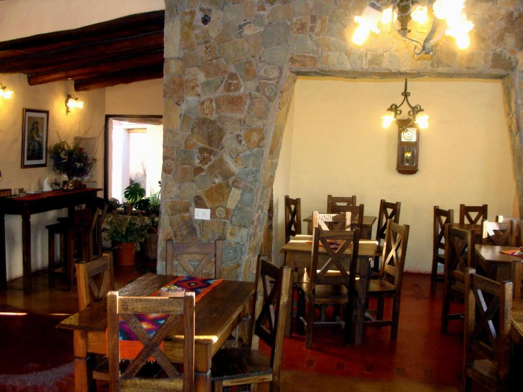 A restaurant or other place to eat at Hotel Norte Rupestre