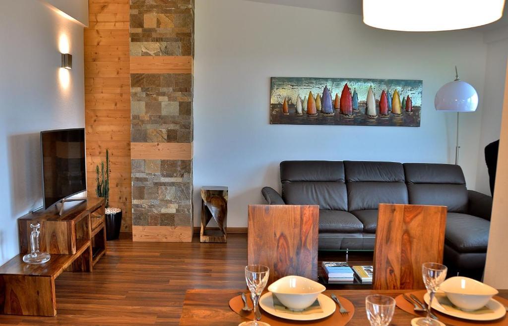Ресторант или друго място за хранене в Appartment Sofi - Enjoy The View