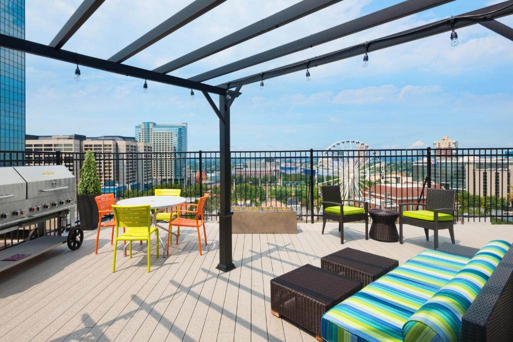 A restaurant or other place to eat at Home2 Suites by Hilton Atlanta Downtown