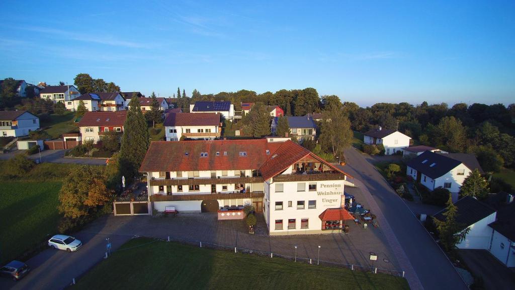 Blick auf Pension Weinhaus Unger aus der Vogelperspektive