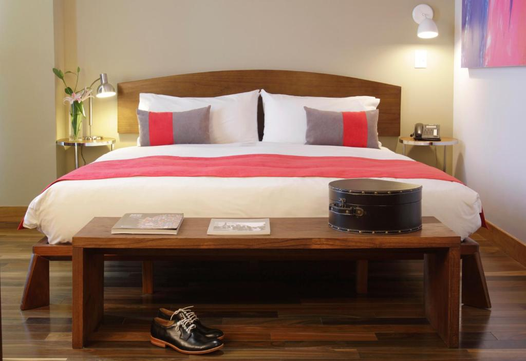 A bed or beds in a room at Palo Santo Hotel