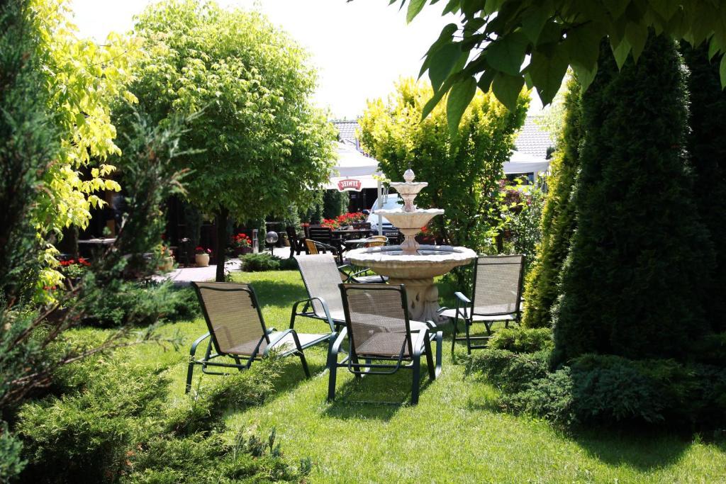 A garden outside Hotel Na Wierzynka