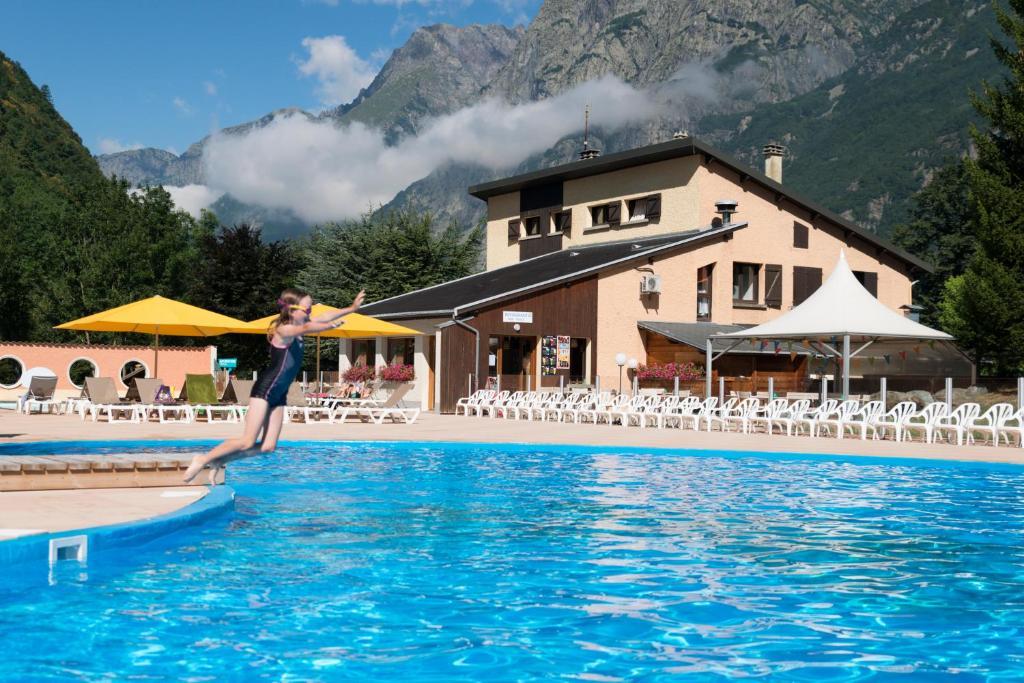 Het zwembad bij of vlak bij Camping RCN Belledonne