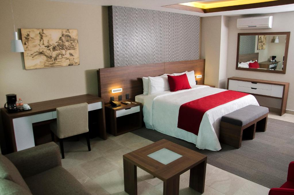 A bed or beds in a room at Hotel 5 de Mayo