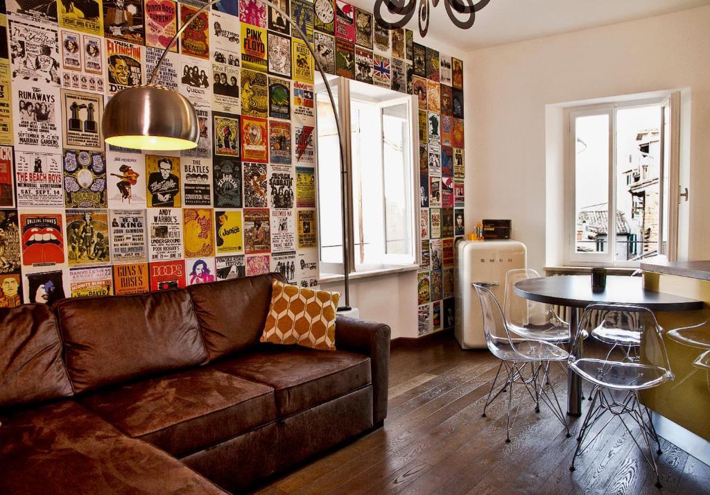 A seating area at Casa Malichi - Retro Apartment - Centro Storico