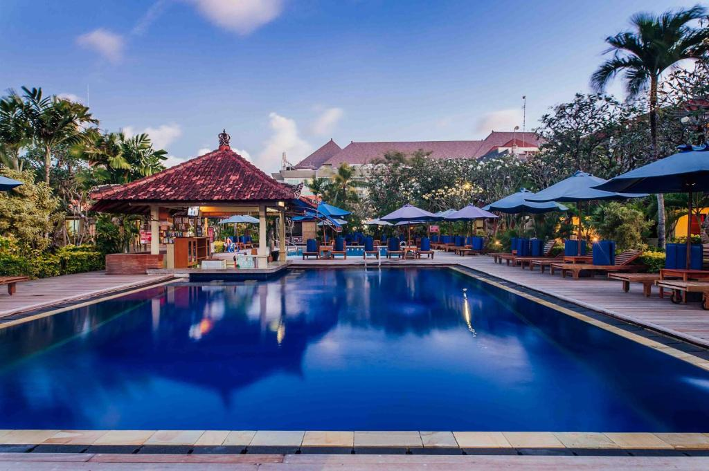 The swimming pool at or close to Kuta Puri Bungalows, Villas and Resort