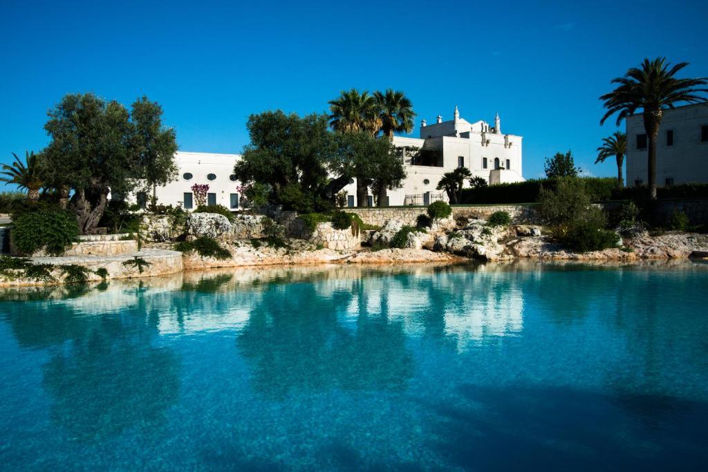 Het zwembad bij of vlak bij Masseria San Domenico