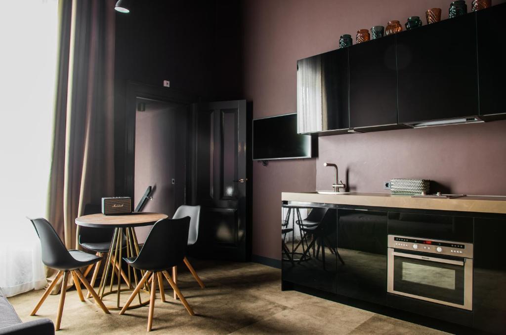 Cuisine ou kitchenette dans l'établissement De Jonker Urban Studios & Suites