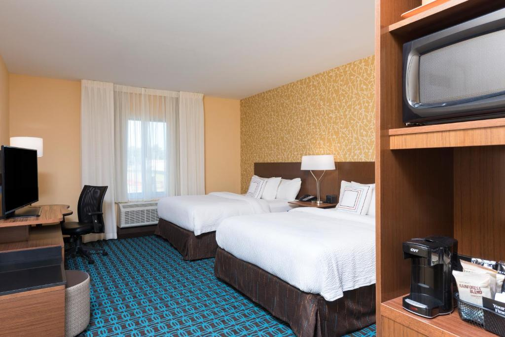 A bed or beds in a room at Fairfield Inn & Suites by Marriott West Monroe