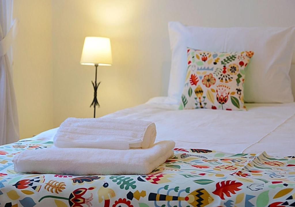 Кровать или кровати в номере Апельсин на Тверском Бульваре