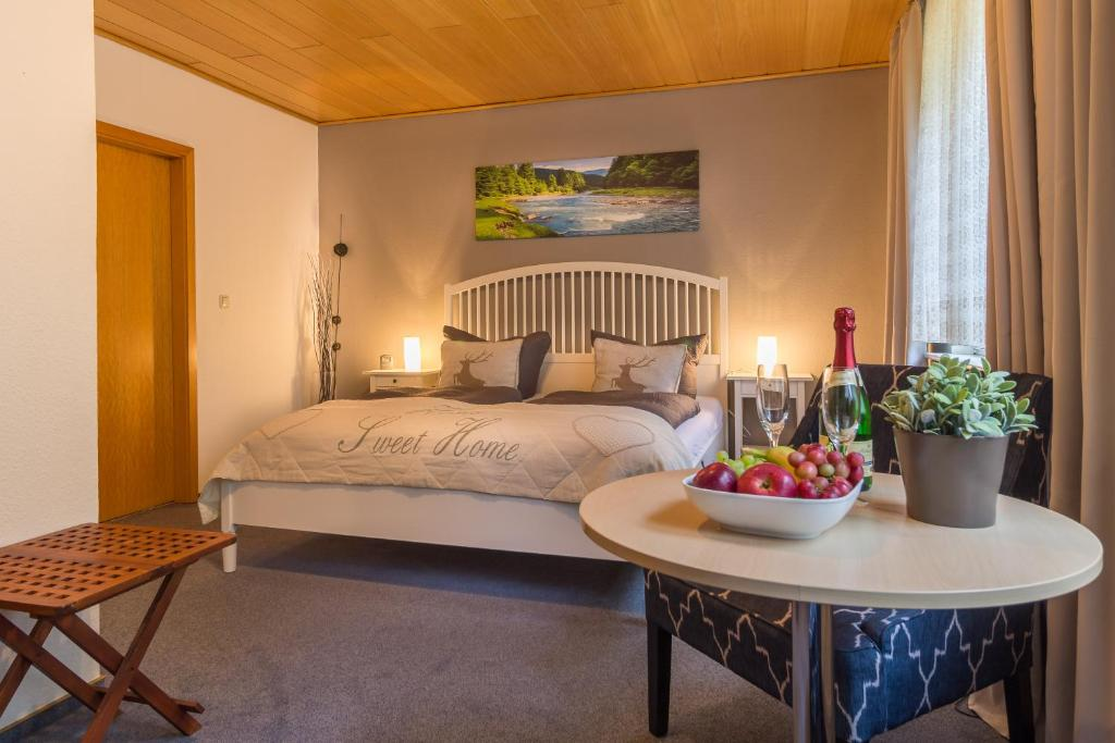 A bed or beds in a room at Pension Trautheim