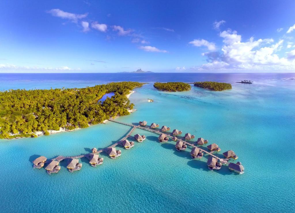 Uma vista aérea de Le Taha'a by Pearl Resorts