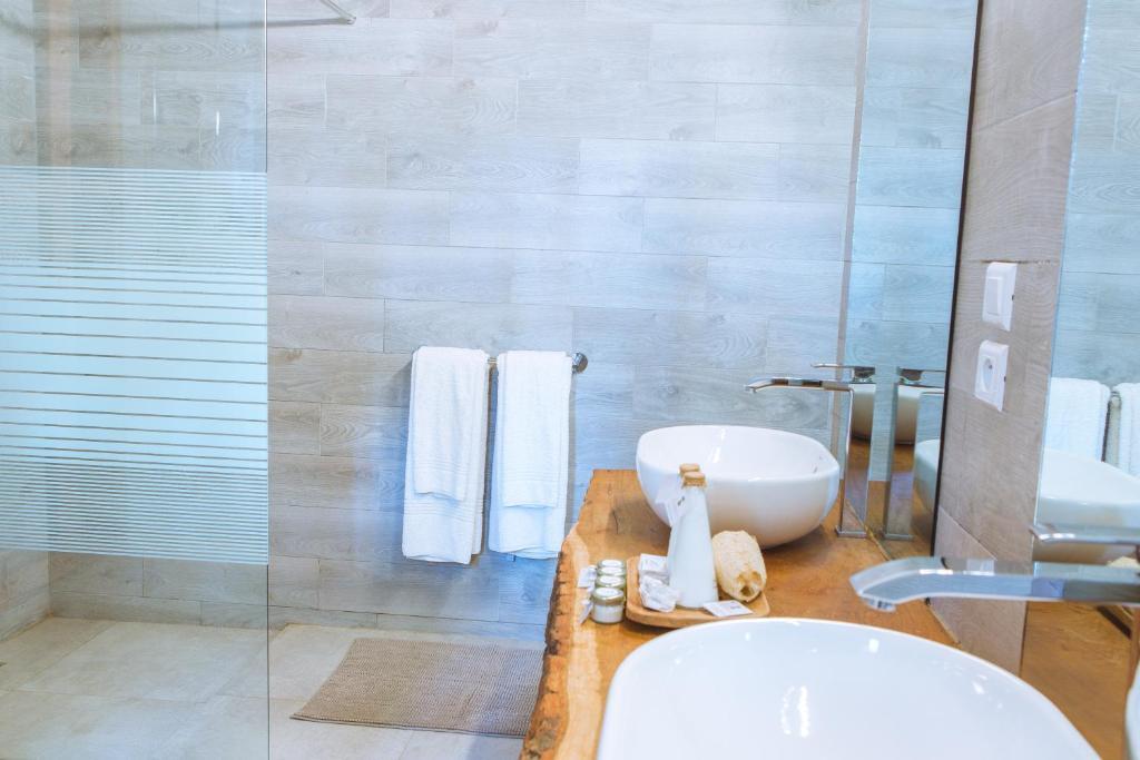 A bathroom at Les Palétuviers