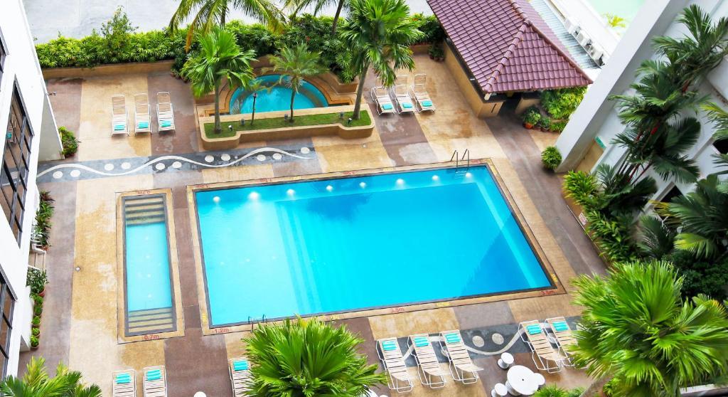 Uitzicht op het zwembad bij Bayview Hotel Georgetown Penang of in de buurt