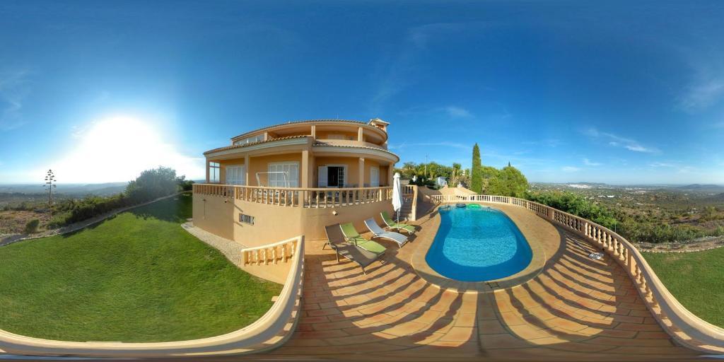 The swimming pool at or near Quinta da Violeta