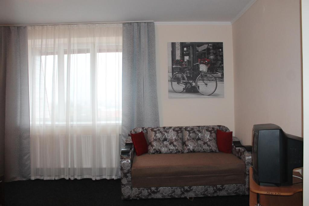 A seating area at Apartment on Lermontova 35a