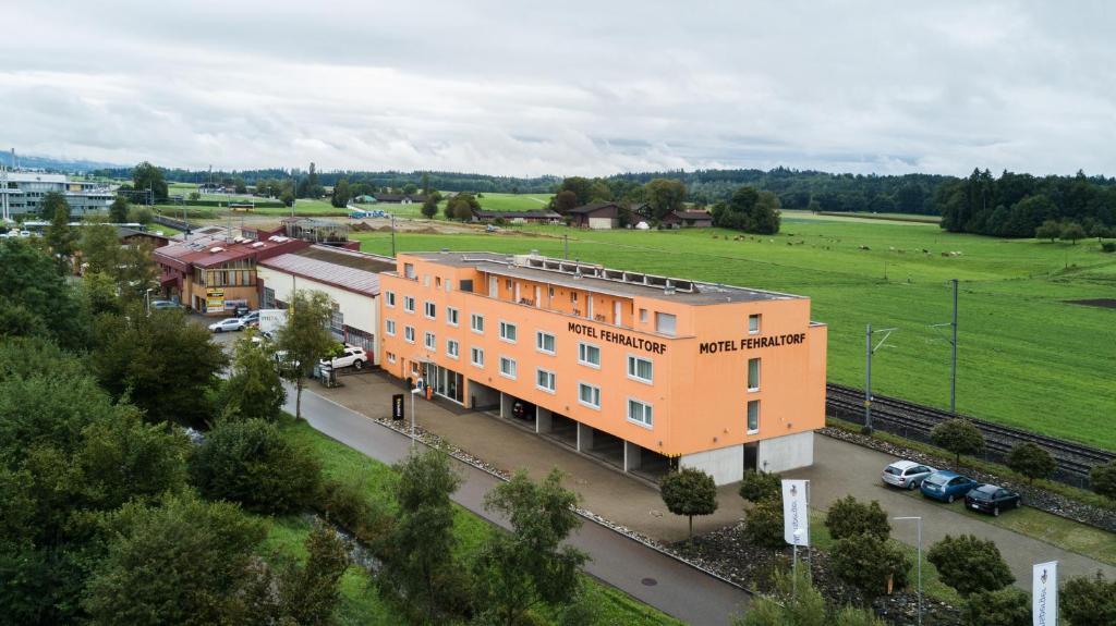 Blick auf Motel Fehraltorf aus der Vogelperspektive